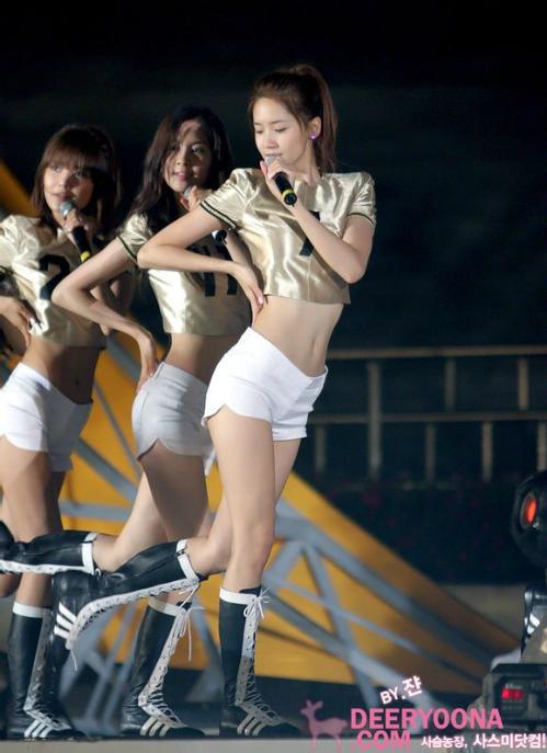 X-line là một thuật ngữ người Hàn dùng để chỉ những cô gái sở hữu vòng hông rộng và vòng eo thon gọn (hay còn gọi là body đồng hồ cát).