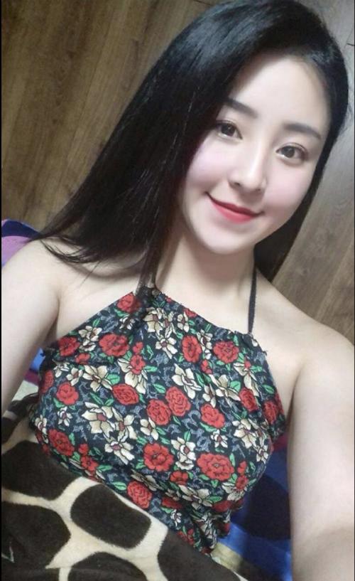 Hiện cô thỉnh thoảng nhận lời mời chụp ảnh thời trang và bán hàng qua mạng. Bảo Chi cũng không ngại tiết lộ hiện đã có bạn trai mới.
