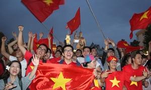 TP HCM lắp 8 màn hình led ở phố Nguyễn Huệ để xem Olympic Việt Nam