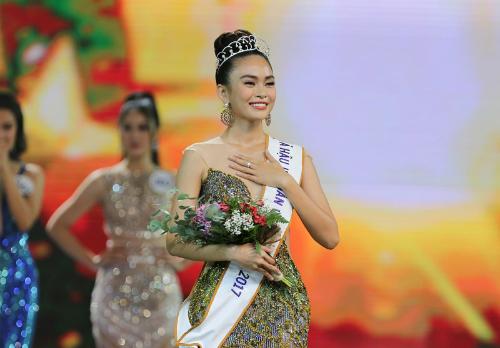 Sau Hoa hậu Hoàn vũ, Mâu Thủy tiếp tục với công việc người mẫu chuyên nghiệp. Mới đây, cô dính nghi án mất suất dự thi Hoa hậu Trái đất vì mâu thuẫn với đơn vị nắm giữ bản quyền.