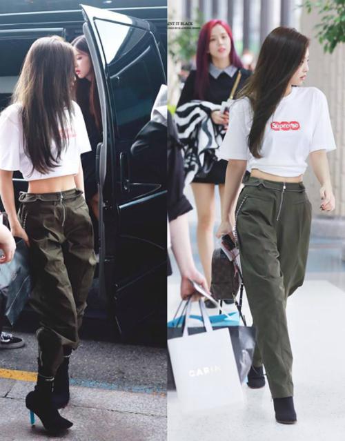 Sở hữu khí chất hơn người, Jennie được ví là có khả năng sang chảnh hóa mọi item cô diện. Cô nàng trông rất xinh đẹp ngay cả khi diện những chiếc quần rộng thùng thình luộm thuộm như thế này.