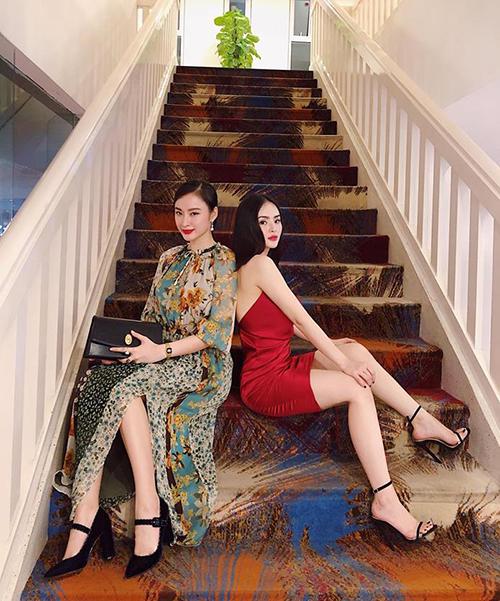 Hai chị em Angela Phương Trinh đọ dáng, người sang chảnh như phu nhân, người váy ngắn nóng bỏng.
