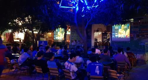 Hình ảnh quán cafe tại Việt Nam được đưa trên báo Hàn.