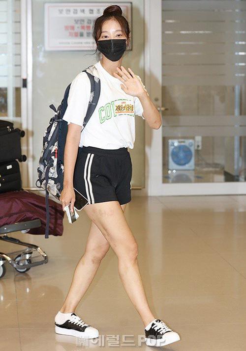 Na Yeon mặc quần rách vô duyên, Jennie gây sốc vì đồ hàng hiệu - 6
