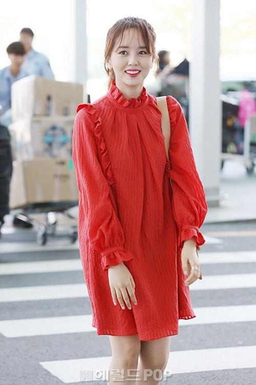 Na Yeon mặc quần rách vô duyên, Jennie gây sốc vì đồ hàng hiệu - 7