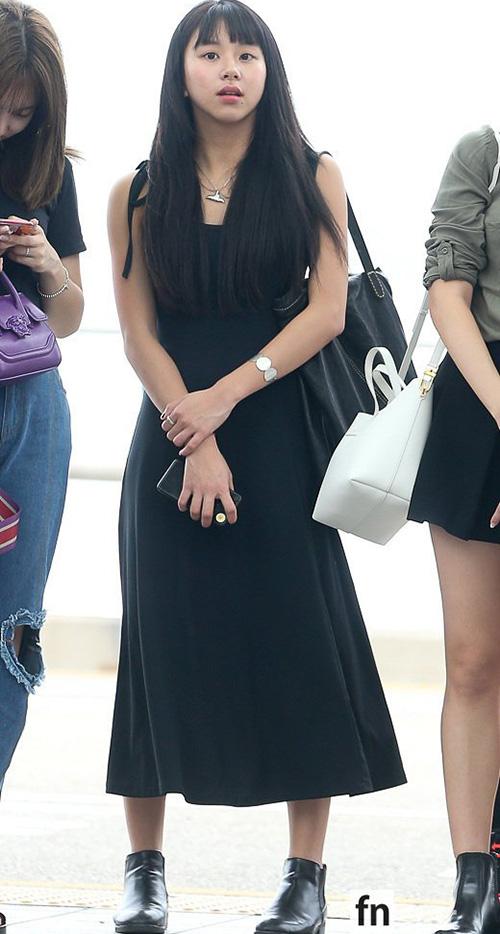 Na Yeon mặc quần rách vô duyên, Jennie gây sốc vì đồ hàng hiệu - 3