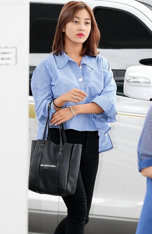 Na Yeon mặc quần rách vô duyên, Jennie gây sốc vì đồ hàng hiệu - 5