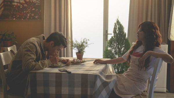 Cuộc sống hôn nhân đầy sóng gió của hai người.