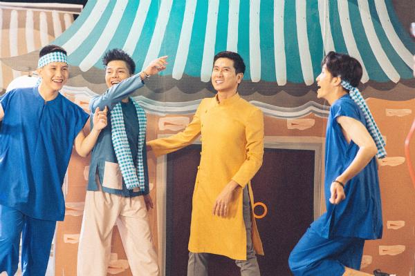 Quang Anh từng được Hồ Hoài Anh - Hương Giang dẫn dắt để đạt ngôi quán quân. Sau cuộc thi đến nay, chàng trai người Thanh Hóa tập trung vào việc học nhiều hơn là chạy show để kiếm tiền. Quang Anh lựa chọn con đường đi chậm mà chắc nhiều hơn so với một số gương mặt tại cuộc thi năm ấy.