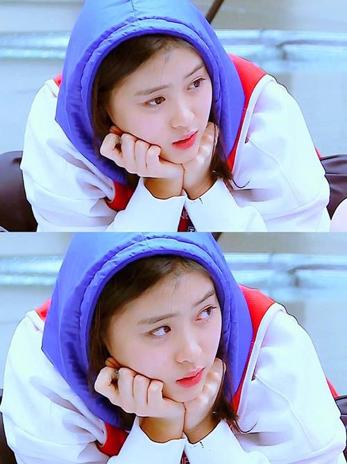 Ryu Jin có tài năng, có nhan sắc và lượng fan ổn định. Công ty đang cố gắng quảng bá giới thiệu nữ tập sinh trên mạng xã hội. Một bộ phận netizen chỉ trích JYP bạc bẽo, lợi dụng chuyện của Somi để giúp Shin Ryu Jin nổi tiếng.
