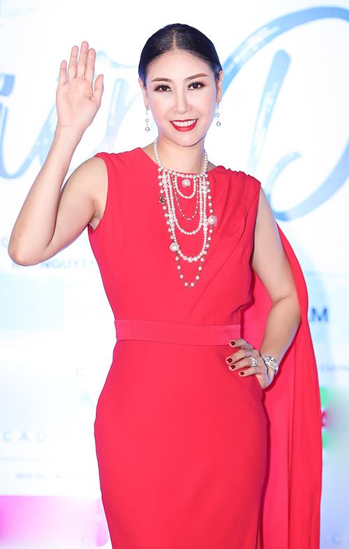 Hoa hậu Hà Kiều Anh khoe nhan sắc mặn mà.