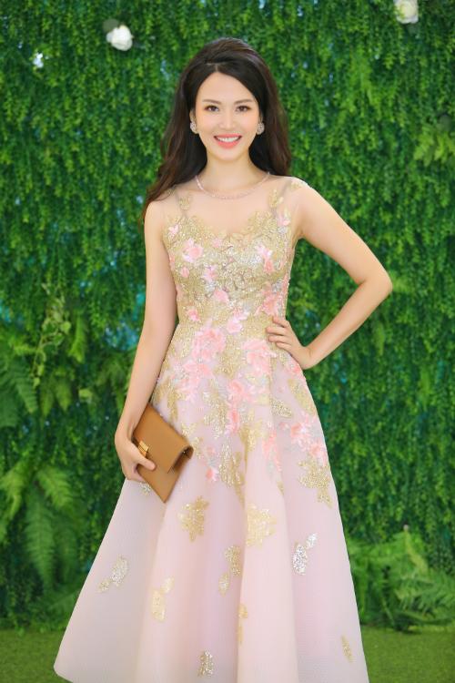 Hoa hậu Thu Thủy trẻ trung, xinh đẹp ở độ tuổi tứ tuần.
