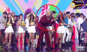 Nam idol phải xin lỗi vì lỡ chắn camera của Red Velvet