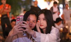 Những cách thể hiện tình yêu bóng đá của CĐV Olympic Việt Nam