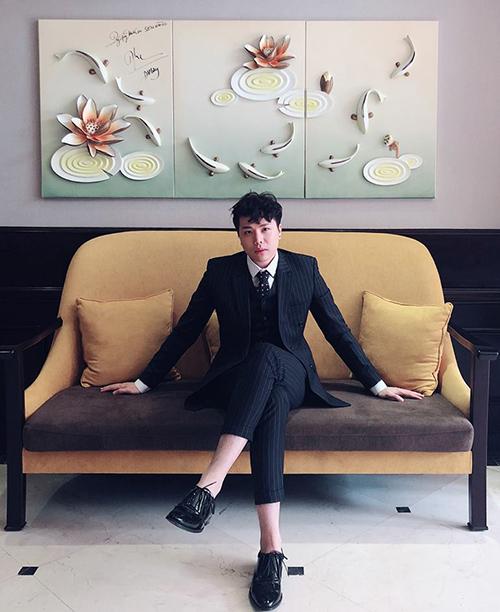 Trịnh Thăng Bình diện suit bảnh bao không kém các trai đẹp phim Hàn.