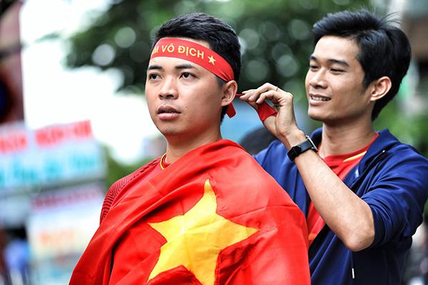 Không khí tưng bừng cổ vũ Olympic Việt Nam trước giờ G - 8