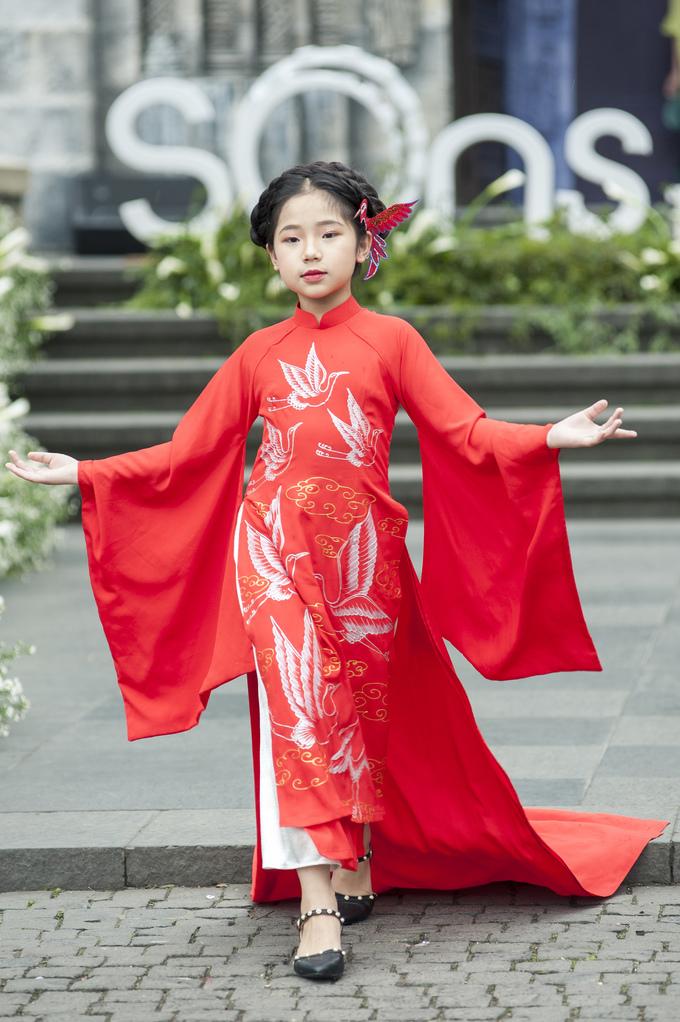 <p> NTK Phương Nguyễn Silk giới thiệu bộ sưu tập áo dài lấy cảm hứng từ chính không gian nhuốm màu cổ tích của Bà Nà.</p>