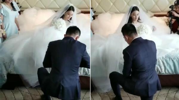 Cô dâu được chú rể quỳ gối đi giày cho trong lễ rước dâu.