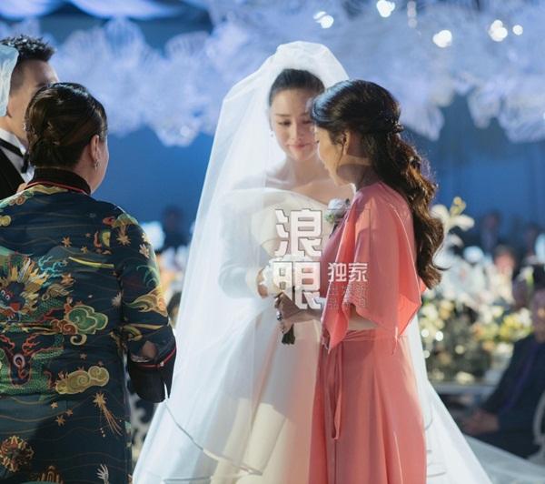Trương Hinh Dư xúc động khi nghe cha mẹ đôi bên dặn dò.