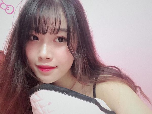 Nhan sắc của bạn gái Văn Toàn chẳng thua kém hot girl.