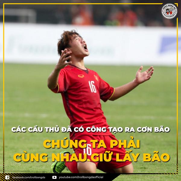 Dù đội tuyển nước nhà thua cuộc, các cổ động viên Việt Nam vẫn quyết tâm đi bão đêm ăn mừng, thể hiện tinh thần dân tộc và niềm tin vào bóng đá Việt.