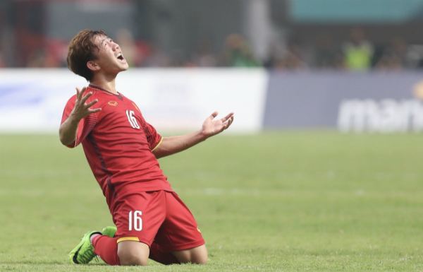 Minh Vương vừa có một bàn thắng cực đẹp tại trận bán kết. (Ảnh: Đức Đồng).