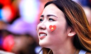 Những bóng hồng cổ vũ Olympic Việt Nam