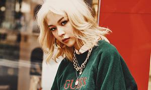 Phí Phương Anh đổi 'tóc Văn Toàn', chứng minh là yêu nữ hàng hiệu mới