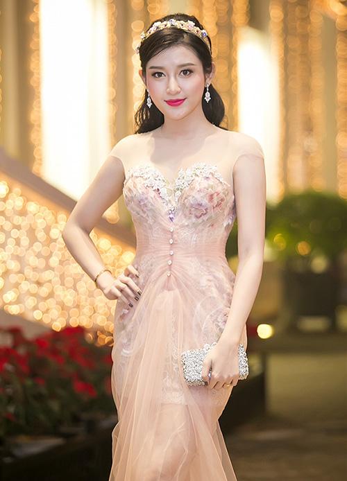 Mê đội vương miện hơn cả Hoa hậu, Huyền My bị chê sến - 5