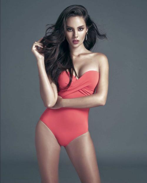 Catriona Gray - đại diện Philippineslà một đối thủ mà bất kỳ nhan sắc nào cũng phải kiêng nể, dè chừng. Bởi cô sở hữu bảng thành tích khủng khi chinh chiến các đấu trường nhan sắc. Trước đó, cô từng đăng quang ngôi vị cao nhất Hoa hậu Thế giới Philippines 2016 và là đại diện nước này tham dự Miss World rồi lọt top 5 chung cuộc.Sở hữu nhiều lợi thế từ gương mặt, vóc dáng, tri thức, sự nổi tiếng cùng sức nặng của dải băng Philippines, Catriona Gray được nhiều người dự đoán sẽ mang chiếc vương miện Miss Universe lần thứ 4 về cho quê nhà.