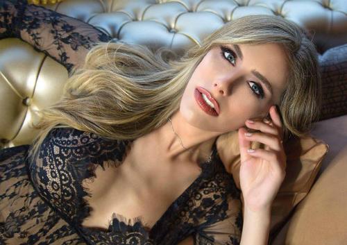 Quyết tâm phục thù sau 3 năm, Angela Ponce tham dự cuộc thi Hoa hậu Hoàn vũ Tây Ban Nha. Ngay từ đầu, cô được đánh giá là một trong những mỹ nhân có khả năng đăng quang cao nhất nhờ thân hình quyến rũ với chiều cao 1m77 và nặng 58 kg. Gương mặt của cô được khen ngợi cuốn hút với khuôn miệng rộng và đôi mắt sâuhút hồn.