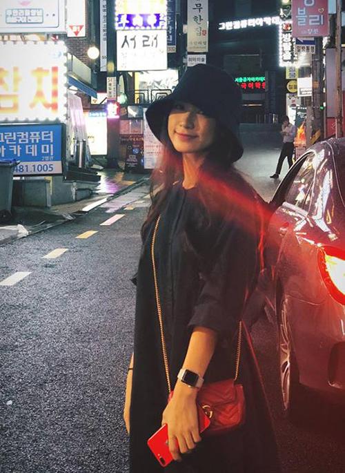 Hòa Minzy đang trong chuyến công tác và du lịch Hàn Quốc.