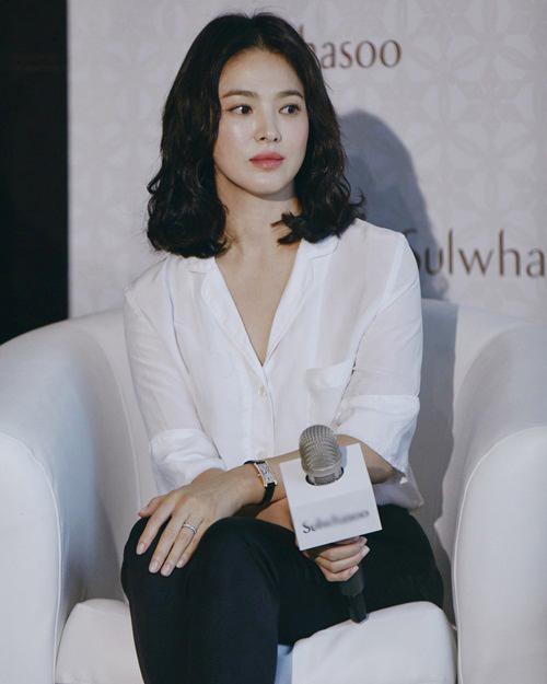 Song Hye Kyo chia sẻ hình ảnh trong sự kiện mới đây, thể hiện nhan sắc mặn mà ở tuổi 37.