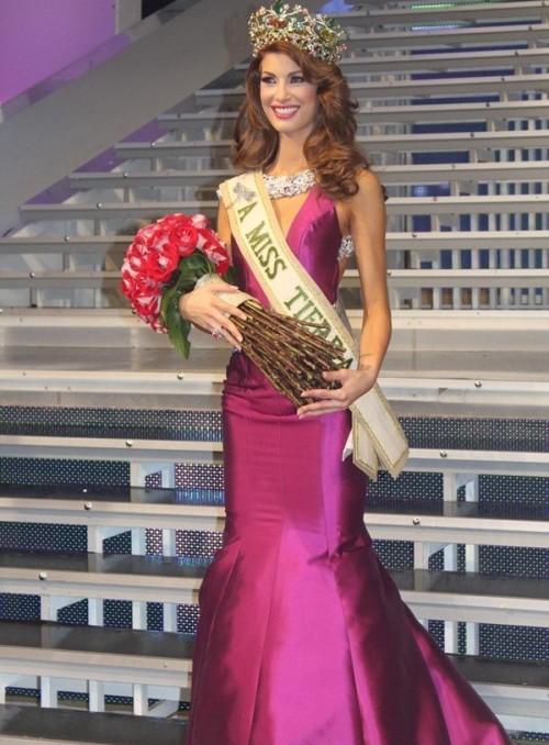 6. Hoa hậu Trái Đất Venezuela 2013Stephanie De Zorri có lẽ là mỹ nhân nhọ nhất trong lịch sử các cuộc thi hoa hậu. Cô bị tước quyền đại diện Venezuela tham dự Miss Earth 2013 chỉ vì tăng 1kg trước ngày cuộc thi diễn ra.