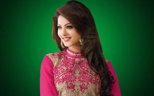 7. Hoa hậu Ấn Độ 2012Đăng quang Hoa hậu Ấn Độ 2012,Urvashi Rautela được quyền đại diện đất nước châu Á tham dự Hoa hậu Hoàn vũ Thế giới cùng năm. Tuy nhiên sau đó, cô đã bị tước vương miện vì BTC phát hiện cô chưa tròn 18 tuổi.