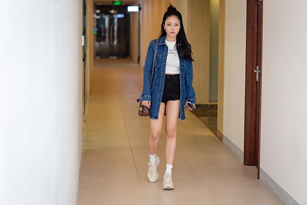 Trâm Anh tái xuất trong vai trò MC gameshow bóng đá Lẩu cá kèo của một kênh truyền hình online. Đây là lần đầu tiên cô làm host cho một chương trình truyền hình.