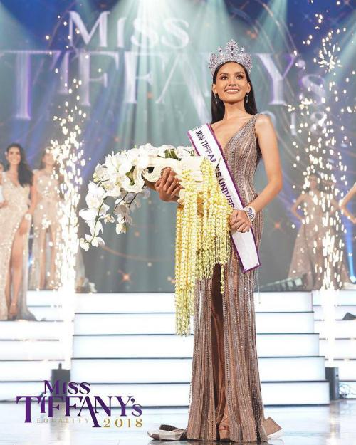 Cách đây ít giờ, đêm chung kết Hoa hậu Chuyển giới Thái Lan đã khép lại. Vượt qua 20 thí sinh, Esmon Kanwara đã đăng quang ngôi vị cao nhất. Cô chính thức đại diện nước nhà tham dự Miss International Queen 2019.