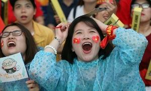 CĐV Việt Nam từ thất vọng đến bùng nổ sung sướng vì Văn Quyết