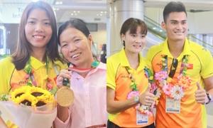 Đội tuyển điền kinh Việt Nam rạng ngời ngày trở về từ Asiad