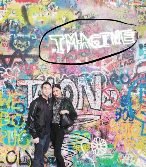 Trước khi về chung một nhà với ông xã John Tuấn Nguyễn vào 4/10 tới đây, dịp nghỉ lễ này, Lan Khuê cùng bạn trai có chuyến du lịch vòng quanh châu Âu. 2/9, người đẹp có mặt ở Praha (Cộng Hòa Séc). Chia sẻ trên trang cá nhân, Hoa khôi Áo dài bày tỏ niềm vui và hạnh phúc khi được xem hòa nhạc cùng vị hôn phu tương lai tại trời Tây.