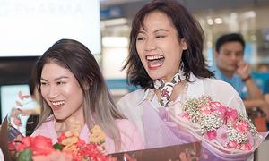 Ngọc Thanh Tâm - Hồng Ánh nhảy cẫng giữa sân bay vì giải thưởng quốc tế