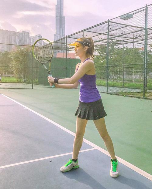 Kỳ nghỉ lễ là dịp rảnh rỗi cho Minh Hằng đi chơi tennis.