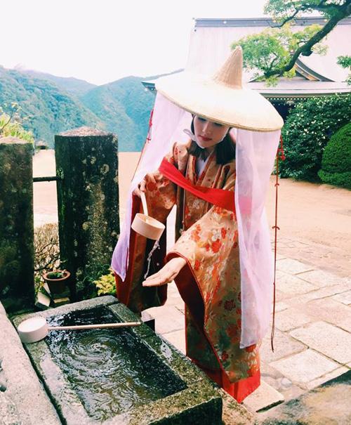 Diễm My 9x xinh đẹp trong bộ đồ truyền thống xưa của người Nhật Bản.