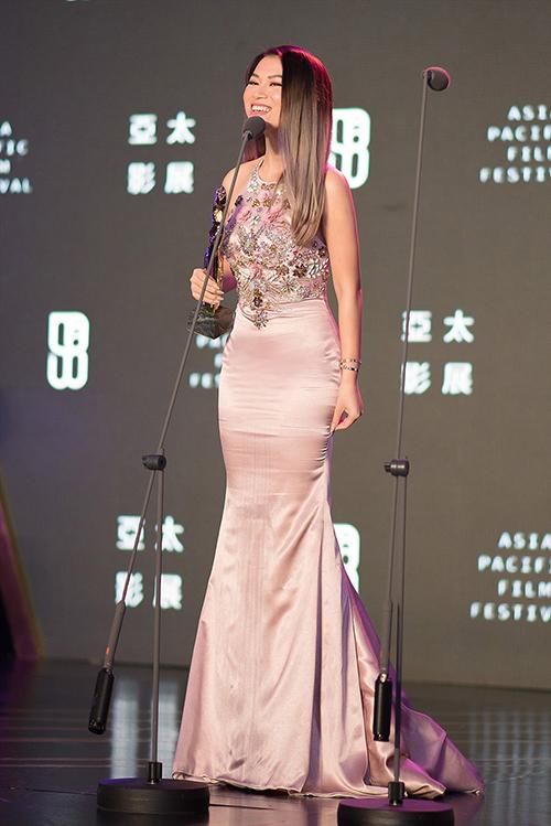 Tại LHP châu Á - Thái Bình Dương vừa kết thúc, diễn viên Ngọc Thanh Tâm vinh dự được xướng tên trong hạng mục Special Jury Award - Giải đặc biệt của BGK dành cho diễn viên xuất sắc. Thành tích này ghi nhận sự nỗ lực của Ngọc Thanh Tâm trong phim Đảo của dân ngụ cư. Cô đảm nhận nữ chính tên Chu - cô gái tật nguyền vừa có vẻ ngây thơ, dịu dàng nhưng cũng đầy dữ dội, quyết liệt khi đối mặt với những diễn biến cuộc đời. Đoàn phim Đảo của dân ngụ cư còn nhận giải Best Story - Câu chuyện sáng tạo nhất.