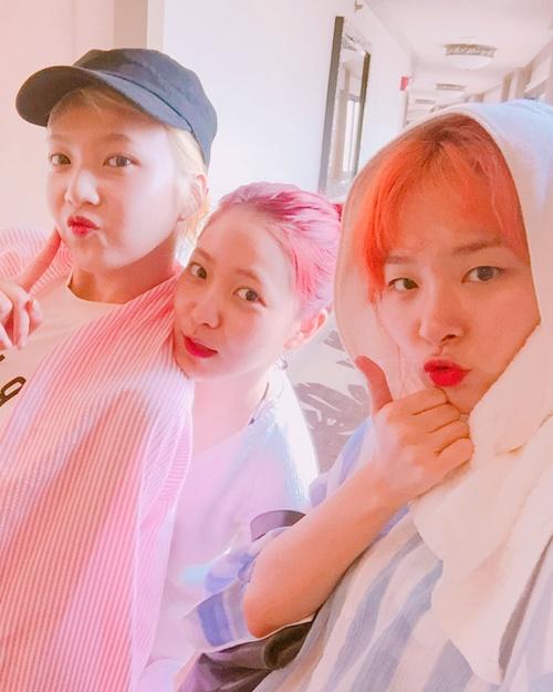 Seul Gi và Yeri đăng ảnh làm mặt hài với Joy mừng sinh nhật