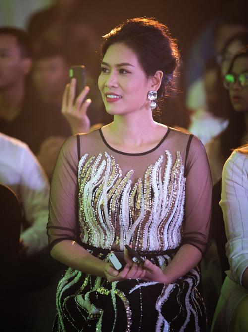 Lễ công bố có sự tham gia của nữ diễn viên Hà Hương, với vai trò khách mời trên hàng ghế đầu.