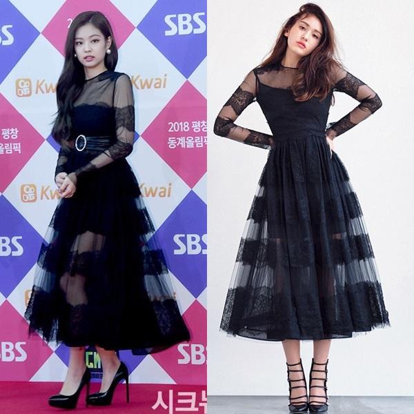 Cả Jennie và Somi đều xinh đẹp gợi cảm trong thiết kế đầm ren dài xuyên thấu của Valentino. Diện mạo củaJennie nhỉnh hơn nhờchiếcthắt lưng to bản làm điểm nhấn.