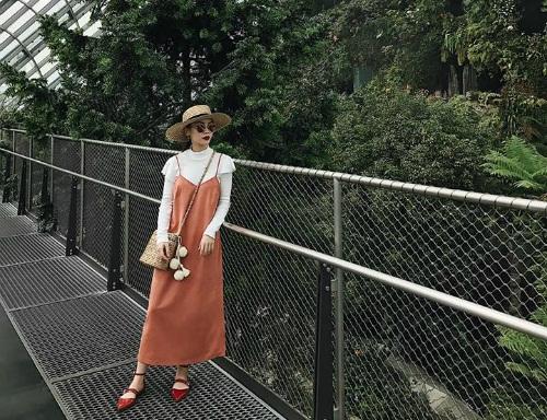 Cách phối đồ theo layer tầng tầng lớp lớp của Yến Trang với những món đồ không quá rộng giúp cô gia tăng chiều cao đáng kể.