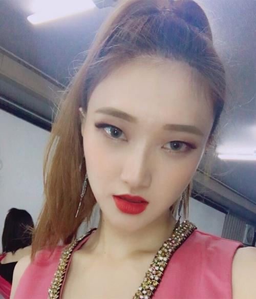Oh Hye Ryun sinh năm 1989 nhưng có diện mạo rất trẻ trung. Điểm ấn tượng nhất trên gương mặt cô nàng là đôi mắt xếch, tạo cảm giác đậm chất Á Đông và đầy cá tính.