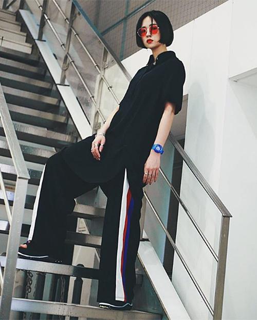 Ngoài công việc vũ công, Sara còn là một người mẫu chụp hình thời trang nhờ có chiều cao khá lý tưởng cùng thần thái sang chảnh.